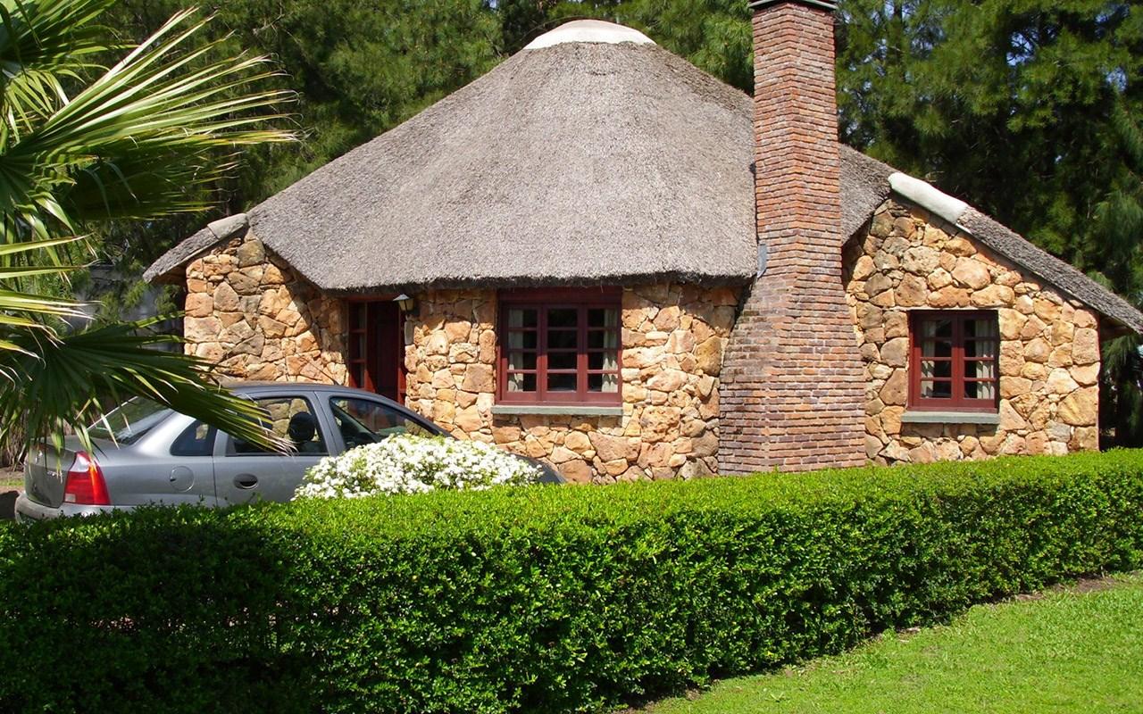 el lugar el complejo casa de piedra